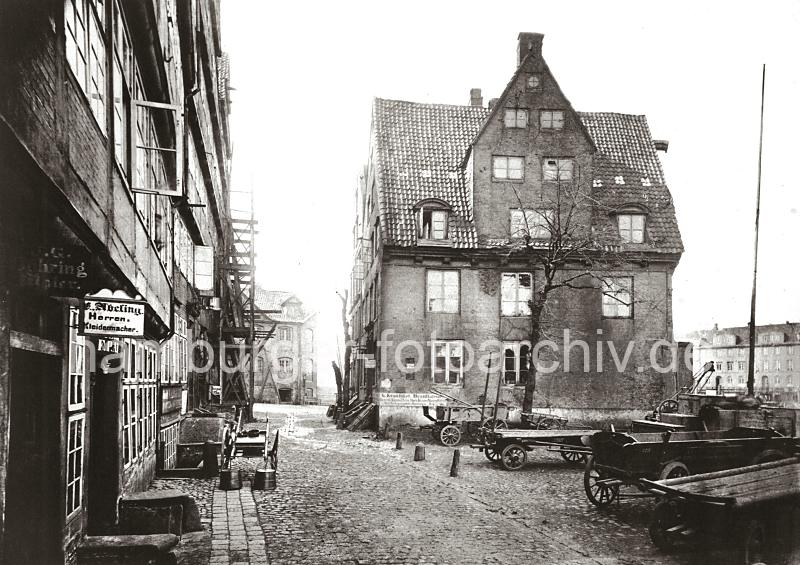 alte wohngeb ude am kehrwieder historische architektur der hansestadt hamburg fotos aus dem. Black Bedroom Furniture Sets. Home Design Ideas
